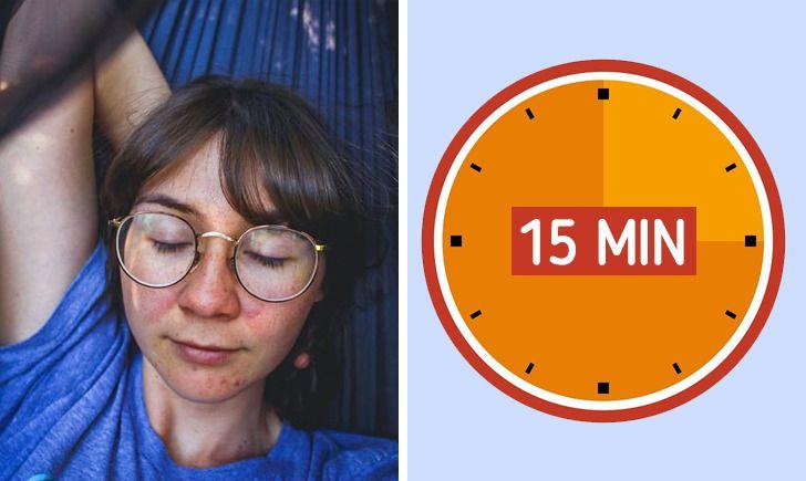 femeie cu ochelari tine ochii inchisi intr un hamac ceas desen grafic 15 minute