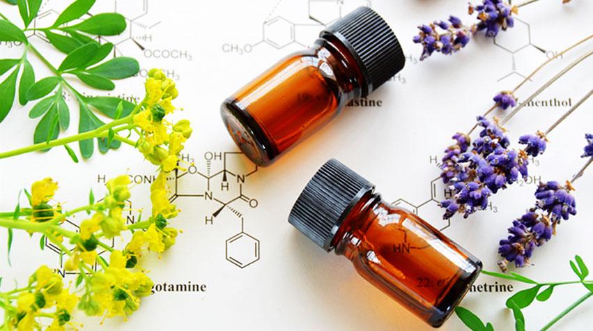 uleiuri esentiale pentru ingrijire a pielii si plante cu flori galbene si mov