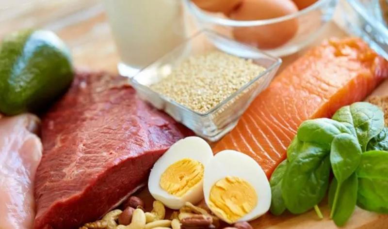 carne oua peste pe masa